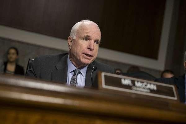 Сенатор Джон Маккейн беззубо отреагировал на таран эсминца «Джон Маккейн»