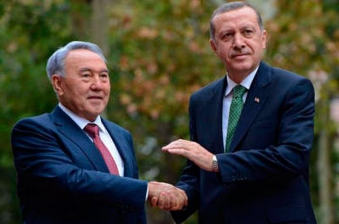 Пантюркизм: почему Казахстан переходит на латиницу