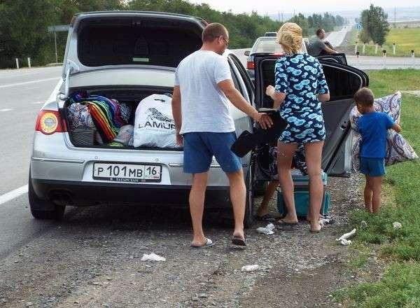 Осторожно свиньи на дороге! Будьте внимательны не уподобляйтесь им люди свиньи, дорога, мусор, длиннопост