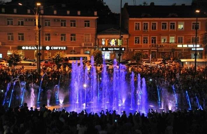 ВЯрославле открыли светомузыкальный фонтан