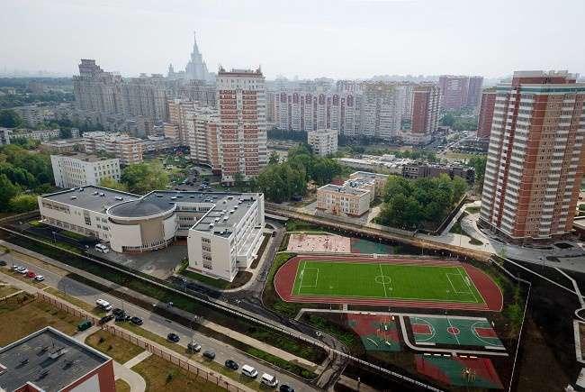 Новые школы построены в Москве и Санкт-Петербурге