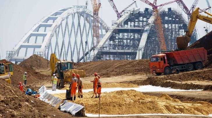 Керченский мост: транспортировка арки. Шесть тысяч тонн над водой