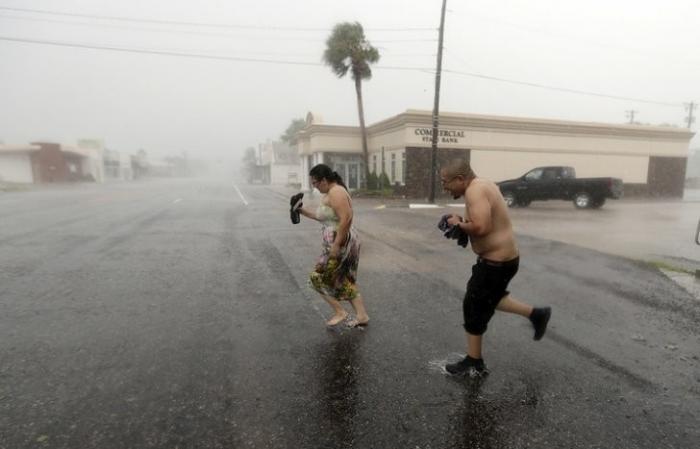 """Ураган """"Харви"""": в России Красный Крест такого никогда не делает"""