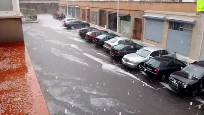 В Испании после сильных дождей ударил аномальный снеговой шторм
