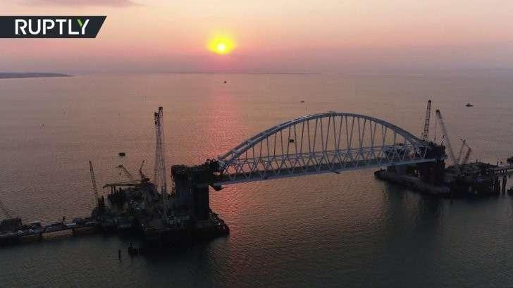 Керченский мост: строители подняли главную арку на проектную высоту