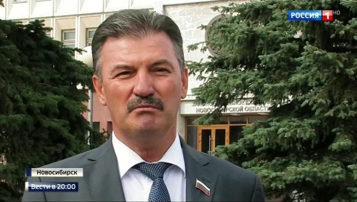 В Новосибирске жуликоватый депутат лишился автомобиля по закону, который сам разрабатывал