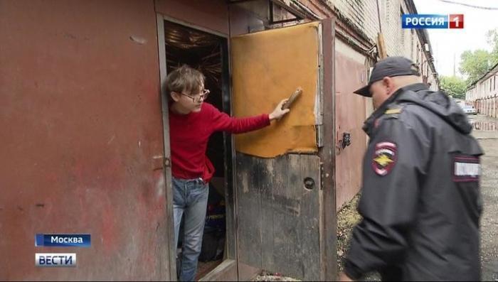 В Москве в гаражах вместо машин разместились офисы, плантации конопли и жилые бараки
