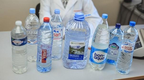 Питьевая вода известных производителей оказалась опасной для здоровья