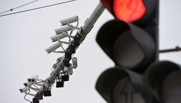 Камеры и штрафы, дети и кресла, аварии и ОСАГО: юристы разрушают автомифы