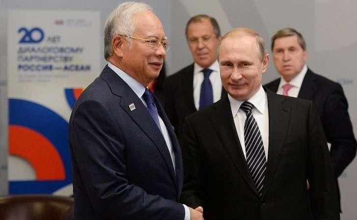 Киевская хунта в панике: Россия и Малайзия начали совместное расследование крушения Боинга