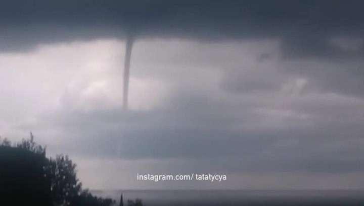 В Сочи объявили штормовое предупреждение, ожидаются сильные ливни и смерчи