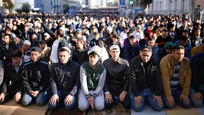 Наглые мусульмане из-за праздника Курбан-байрама предложили перенести начало учебного года
