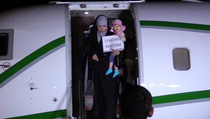 В Грозный вернулась группа женщин и детей, освобождённых в Ираке