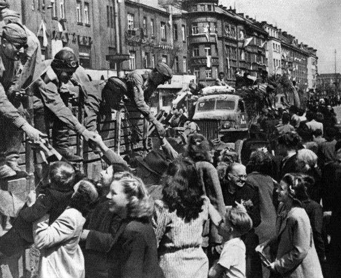 Польша требует репараций с России: жадный поляк хуже еврея