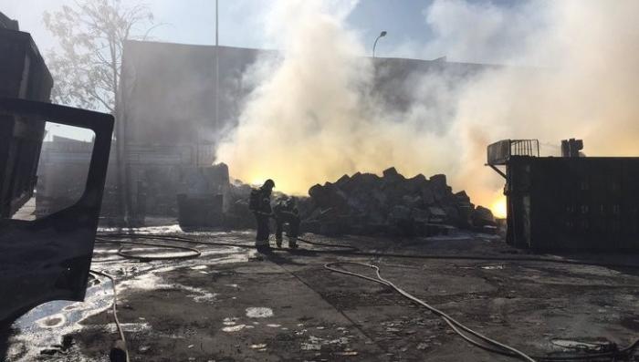 Мадрид окутался токсичным дымом из-за пожара на производственном складе