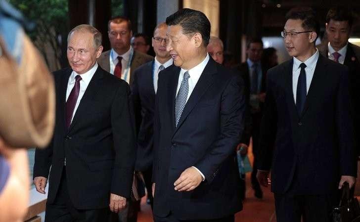 СПредседателем Китайской Народной Республики Си Цзиньпином.
