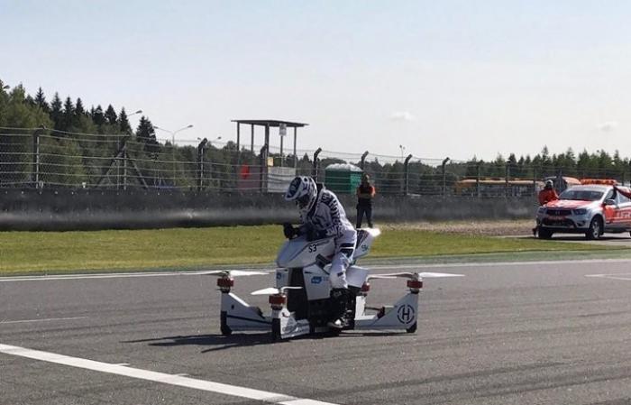 В России провели первый показательный полёт летающего мотоцикла