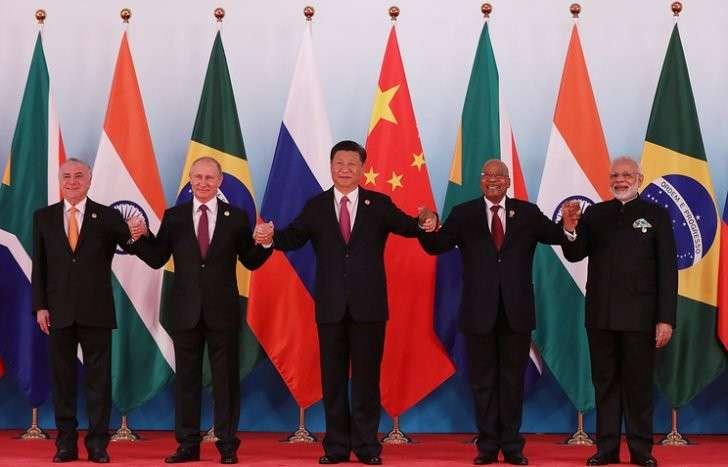 Президент Бразилии Мишел Темер, президент России Владимир Путин, председатель КНР Си Цзиньпин, президент ЮАР Джейкоб Зума, премьер-министр Индии Нарендра Моди