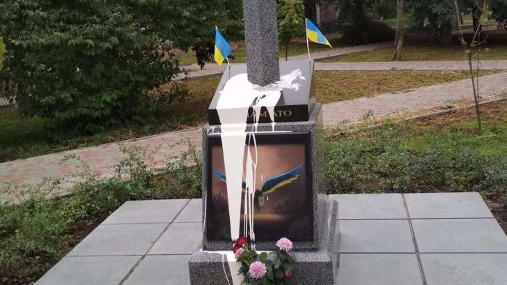 Житель Днепропетровской области на памятнике