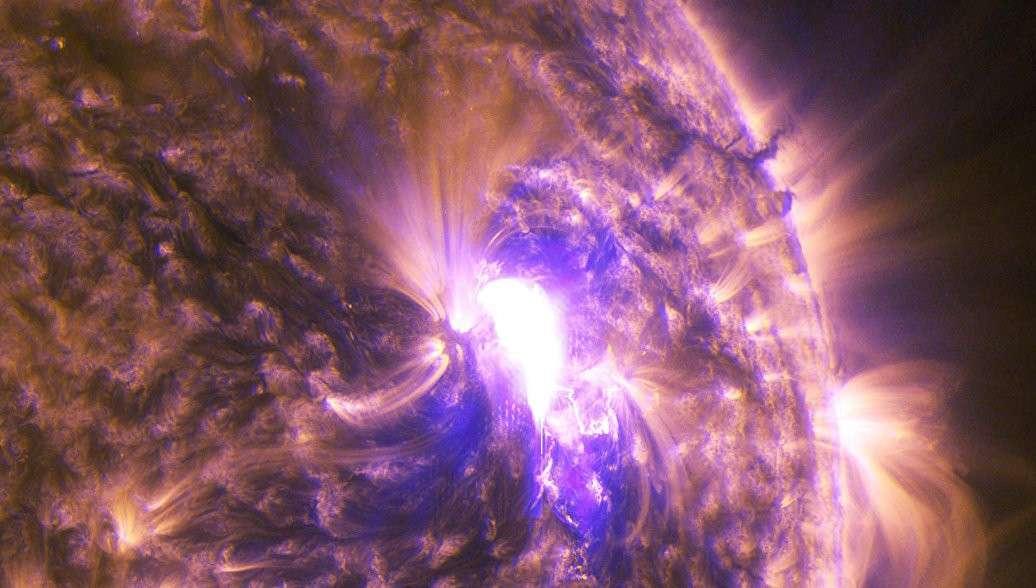 На Солнце произошла мощнейшая за последние 12 лет вспышка