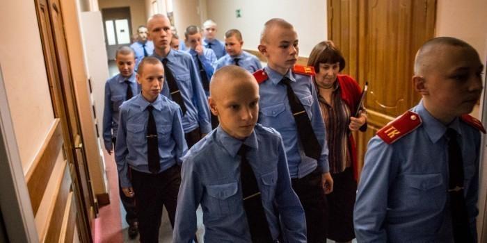 Томск: кадеты объявили голодовку из-за червяков в каше