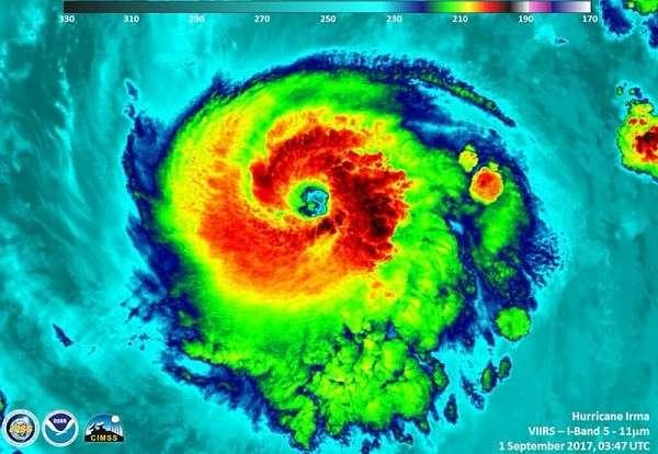 Смертоносный ураган Ирма стремительно движется к побережью США