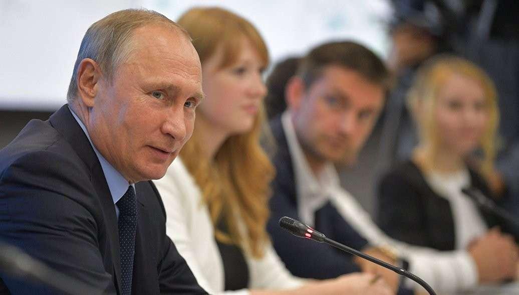 Владимир Путин поручил российским IT-компаниям перейти на отечественное ПО
