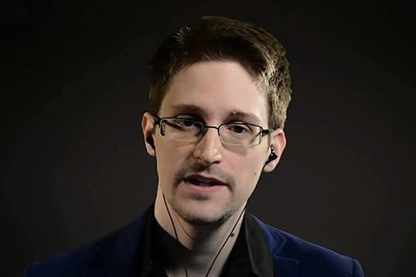 Эдвард Сноуден назвал виновников кибератаки на демпартию в США