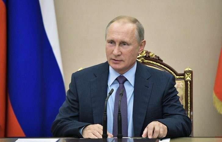 Владимир Путин поручил усилить борьбу с контрафактом в легкой промышленности