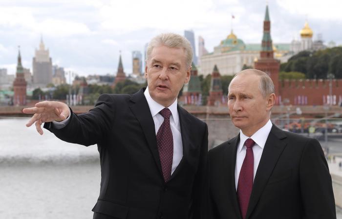 Владимир Путин и Сергей Собянин в День города посетили парк «Зарядье» в центре Москвы
