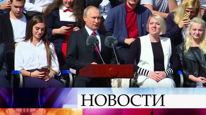 Владимир Путин и Сергей Собянин выступили на Красной площади в честь юбилея столицы