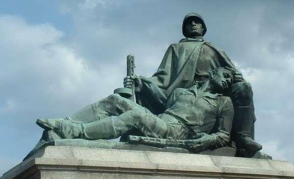 Польша снесла мавзолей Красной армии: как ответит Россия
