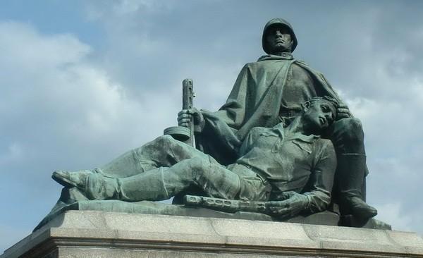 Польские евреи воюют с памятниками погибшим русским, думая, что за них некому заступиться