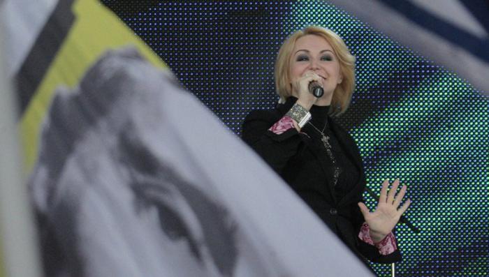 Занесённая в базу «Миротворца» Катя Лель выступила в Луганске в День города