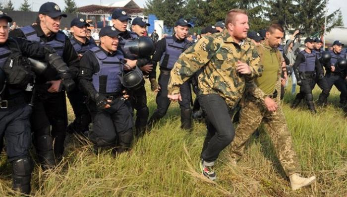 Украина: на границе с Польшей произошла вялая стычка сторонников и противников Саакашвили