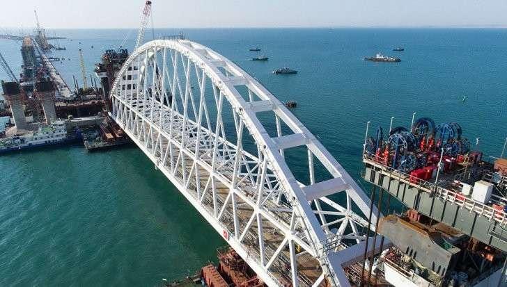 Крымский мост, зрада зрадная: строительство наводит на украинских радикалов уныние