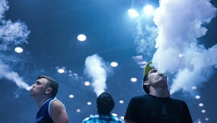 Курение вейпов убивает сердце и сосуды, рассказали медики
