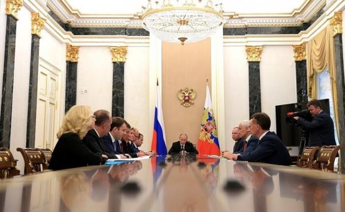 Владимир Путин на совещании с членами Правительства обсудил текущую экономическую ситуацию