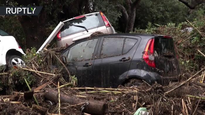 Последствия наводнения в итальянской провинции Ливорно. За 4 часа выпало 400 мм осадков