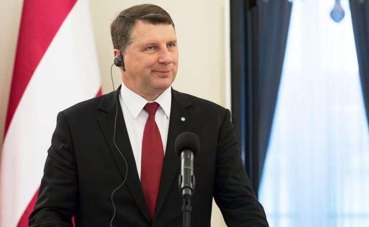 Латвия: Русским разрешили иметь «гражданское» потомство