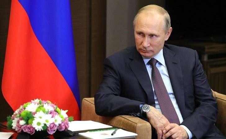 Входе встречи сПрезидентом Киргизии Алмазбеком Атамбаевым.