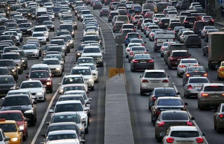 В Москве автомобильные пробки достигли восьми баллов