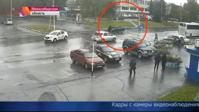 Герою таксисту, тараном остановившему убийц, вся страна шлёт деньги на ремонт его машины
