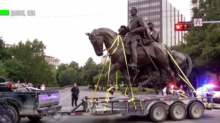 В США демонтировали очередной памятник герою Конфедерации – генералу Роберту Ли