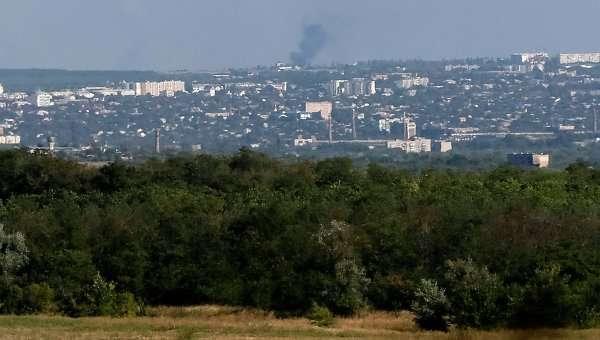 Дым виден над Луганском 26 августа 2014