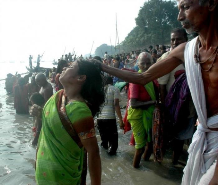 Индия – дикая страна, где всё ещё массово охотятся на «ведьм»