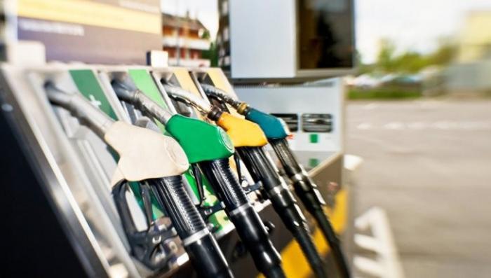 Медведев планирует повысить акцизы на топливо