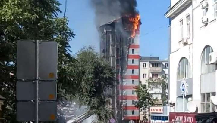 Пожар в Ростове: эвакуированы соседние жилые дома и детсад
