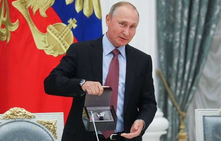 Владимир Путин поздравил главу ВТБ с днем рождения и вручил ему «Куранты»
