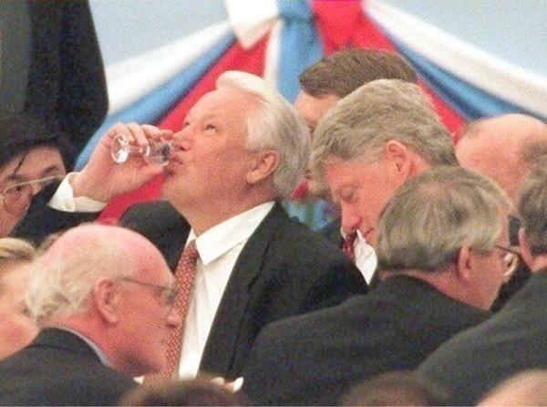 Пьющие Ельцин и Порошенко – пятая колонна. Почему алкоголики в почёте у пиндосов